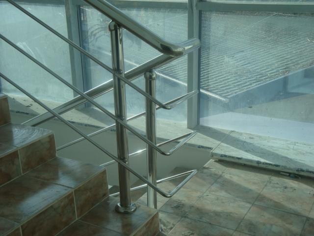 перила из нержавейки в офисное здание