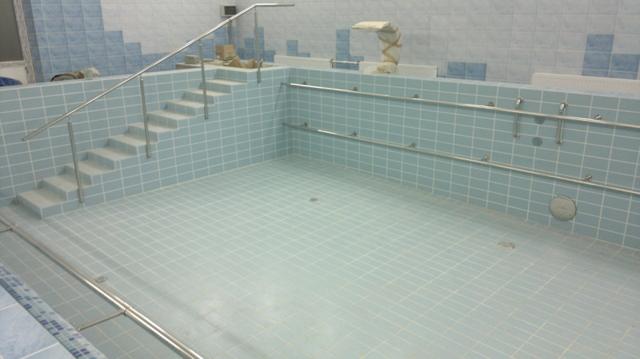 перила из нержавейки для бассейна